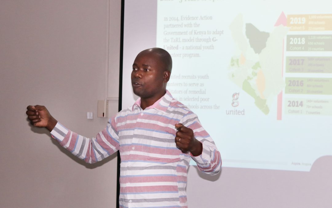Fred Abungu from Evidence Action presents on TaRL in Kenya during the TaRL 3-day workshop