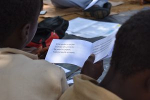 A child in Côte d'Ivoire reads a simple paragraph in French.
